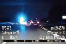 Achtervolging snelheidsmaniak, politie De Fryske Marren assisteert