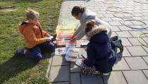 Kinderen krijgen buiten les op De Meerpaal in Lemmer