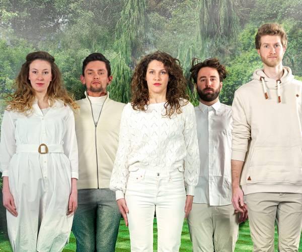 De Prutsers spelen Trije Susters in Theetuine, voorstelling in Rijs al uitverkocht