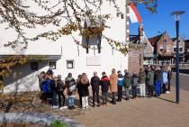 Kinderen herdenken gevallenen Tweede Wereldoorlog in Balk