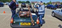 VIDEO/FOTO'S Grote verscheidenheid aan rallyauto's maakt tussenstop in Lemmer