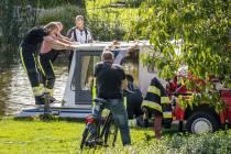Brandweer Sloten redt boot van ondergang