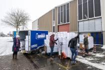 VIDEO / Schaatsen vliegen de deur uit bij Zandstra