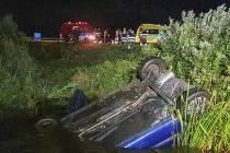 Auto belandt in Tjeukemeer