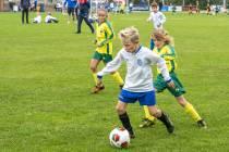 FOTO'S / Kinderen vermaken zich volop bij voetbaltoernooi in Balk