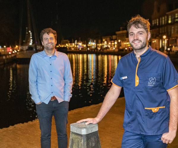 """Lemster broers Niels en Sven van de Berg van Zorggroep Hof en Hiem: """"Zorg is mensenwerk en werken in de zorg is vooral genieten"""""""
