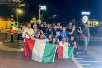 De Azzurri winnen, Italianen in Balk vieren feest