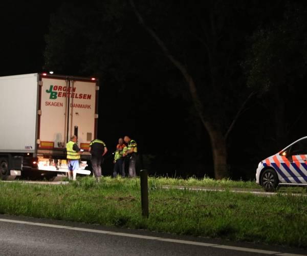 Auto botst met vrachtwagen bij Oudehaske
