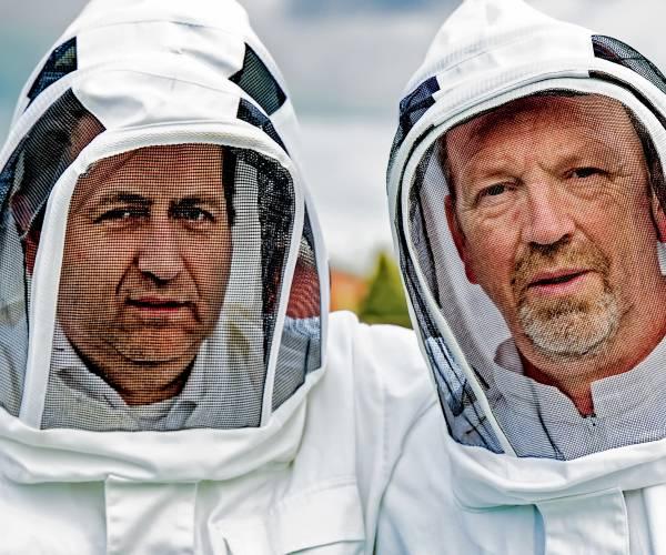 """Peter en Simon ''Waar de bij is uitgeteld, is het droevig met het milieu gesteld"""""""