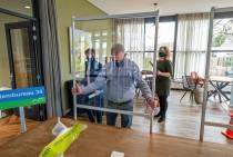 FOTO'S / Inrichten stembureaus in teken van coronaveiligheid