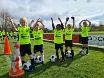 FOTO'S / Jeugd in actie bij voetbaldagen bij SC Joure