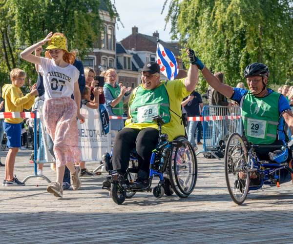 FOTO'S / Annemarie Veltman uit Balk kreeg geestelijke boost van Onbeperkte Elfstedentocht