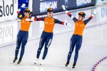 Antoinette de Jong en Ireen Wüst met Nederland wereldkampioen op ploegenachtervolging