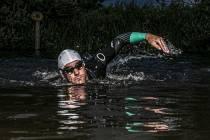 De 11 van Joure: zwemmen voor onderzoek naar kanker