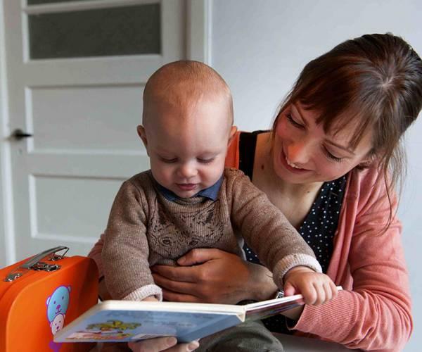 Lezen met je baby tijdens de BoekStart inloopochtend in Bibliotheek Balk