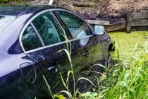 Hulpdiensten naar auto te water in Lemmer
