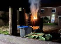Bielzen in brand aan de Mr. C.J. Trompstraat in Balk