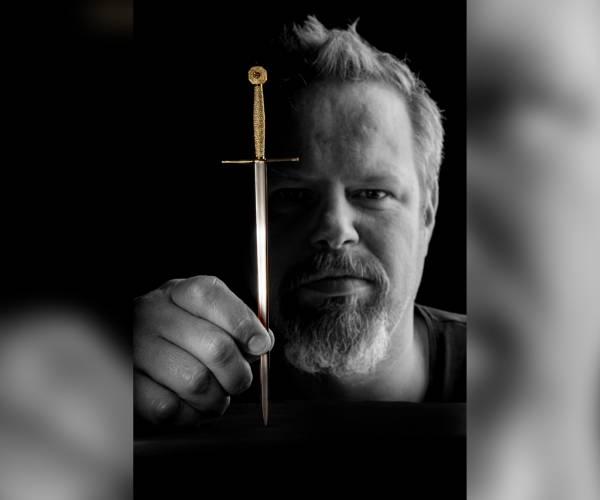 Jouster edelsmid maakt mini zwaard van Grutte Pier: waarde 37.000 euro