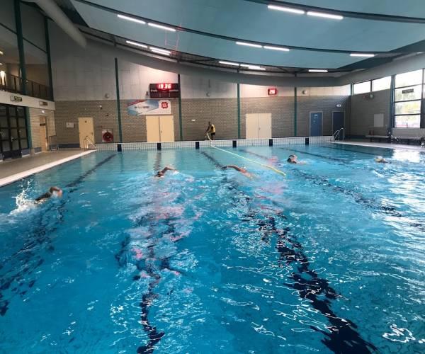 Tekort instructeurs zorgelijk voor nationale zwemveiligheid: Optisport komt in actie