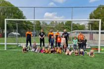 Feestje om mini-pupillen te zien voetballen in Oudehaske