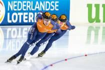 Sven Kramer wint goud met achtervolgingsploeg op wereldbeker in Thialf