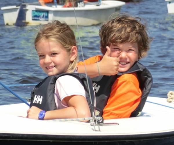 Vier Friese zeilscholen mogen deze zomer zeilkampen houden