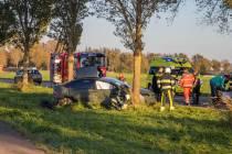 Twee personen gewond door botsing met boom