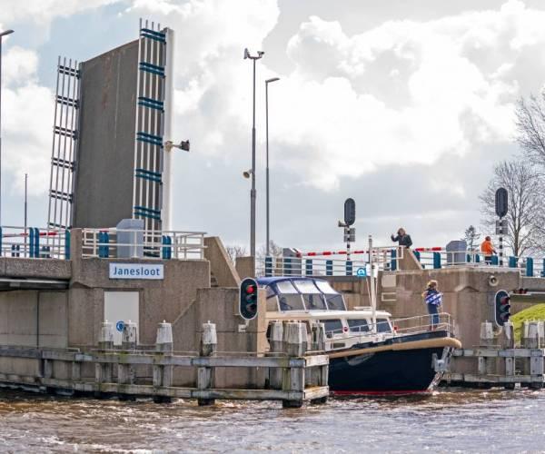 Tijdelijk geen bediening drie bruggen in DFM